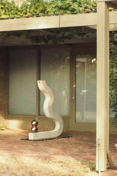 Use sculpture to create a theme in your garden #gardendesign