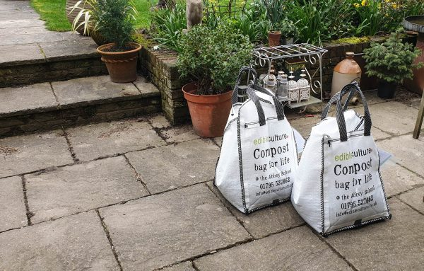 How to reduce the use of single-use plastics in the garden