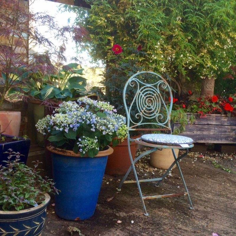 How to colour theme pots and garden furniture