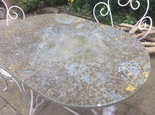Tables to be cleaned by the pressure washer