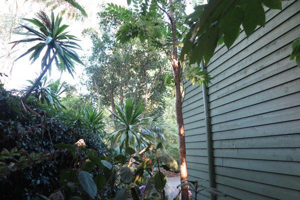 Tugurium house and garden