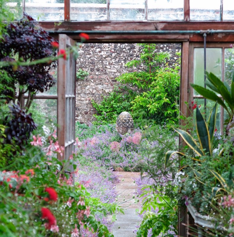8 Inspiring Ideas From A Stunning English Country Garden The
