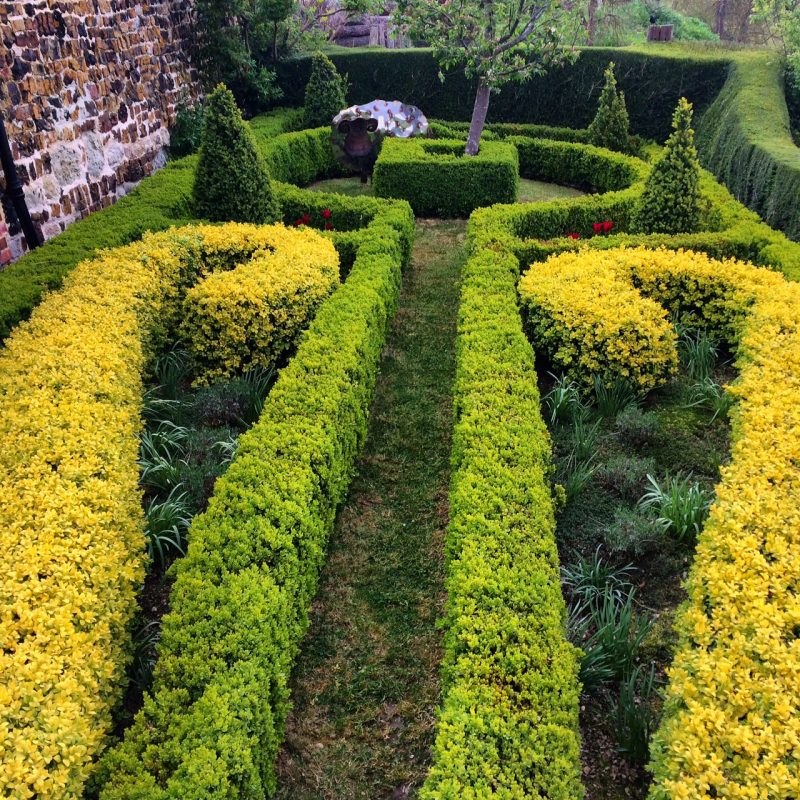 An easy-care parterre is both traditional and modern