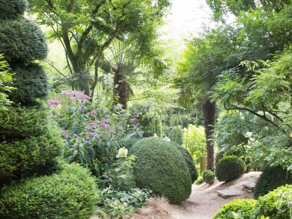 Les Jardins Agapanthe - outstanding planting and river sand paths