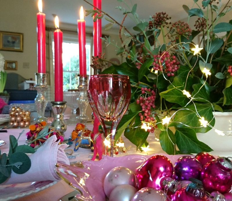 Christmas table decorations - ideas with pink