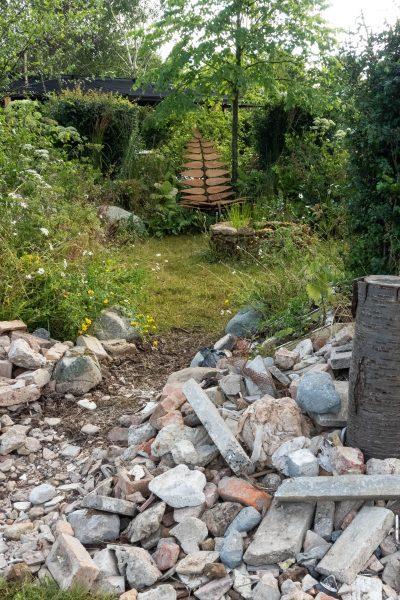 Circular garden design using recycled materials