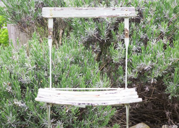 Choose weathered furniture for a beach garden