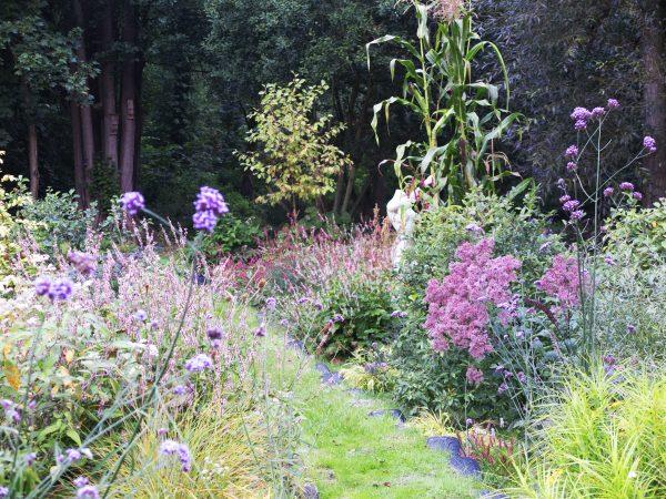 Use car tyres to make a garden path