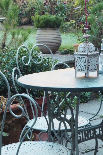 Re-use and recycle garden furniture for an eco-friendly garden #garden #sustainableliving