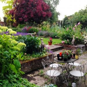 middle of garden diagonal