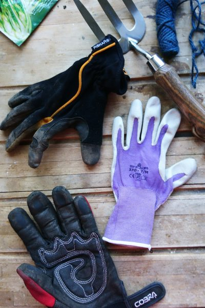 How to buy the best gardening gloves #gardening #gardentips