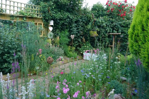 11 charming small garden ideas on a budget - The Middle-Sized Garden ...