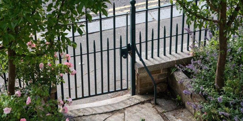 How to choose a garden gate