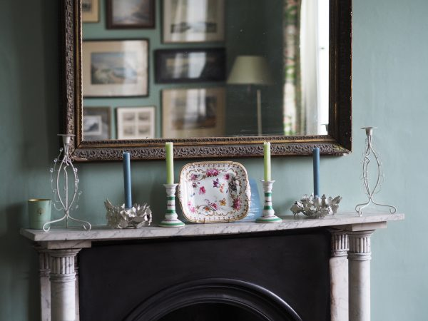 Mantelpiece without house plants
