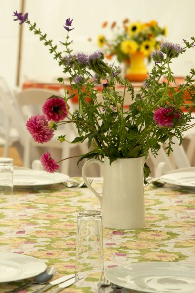 Thrifty garden party decorating tips #garden