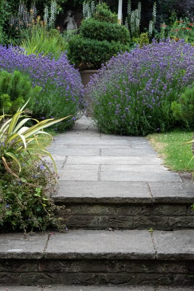 Tips on choosing garden steps