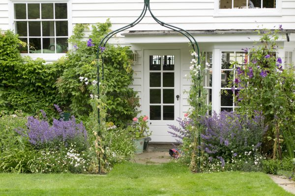 A free-standing arch for small town gardens.