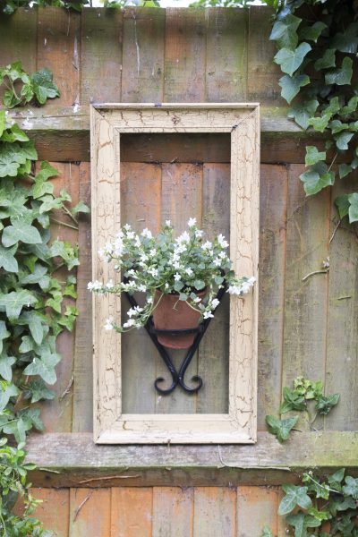 11 charming small garden ideas on a budget - The Middle ...