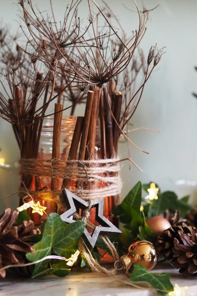 Easy DIY christmas jam jar lanterns #christmasdecorations #christmastime
