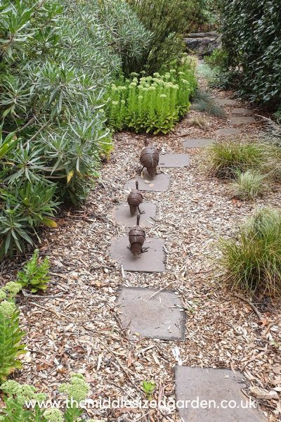garden ornament hens