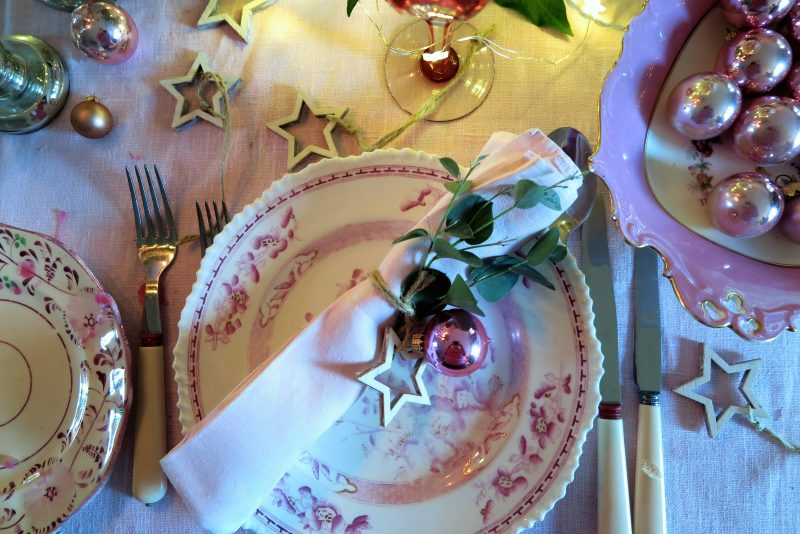 Tie a festive napkins with stars and string.