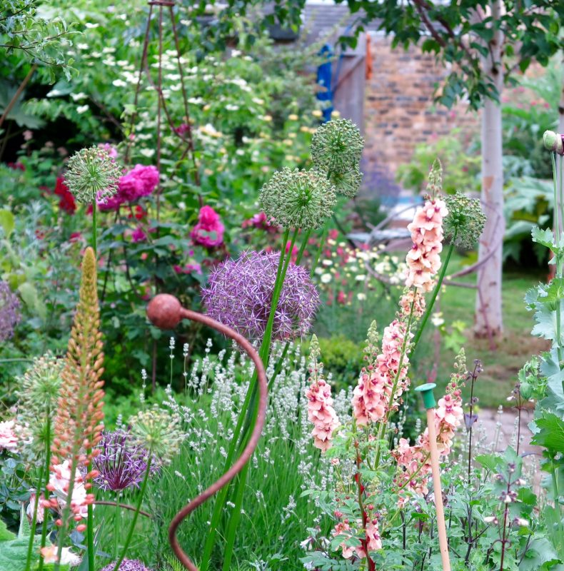 Romantic garden plantings