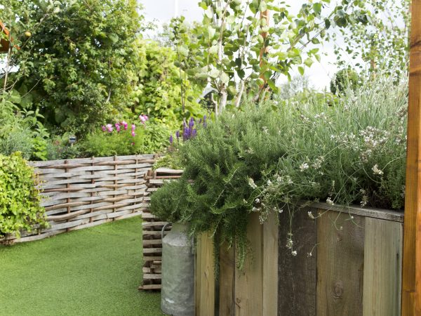 Artificial turf for a roof terrace