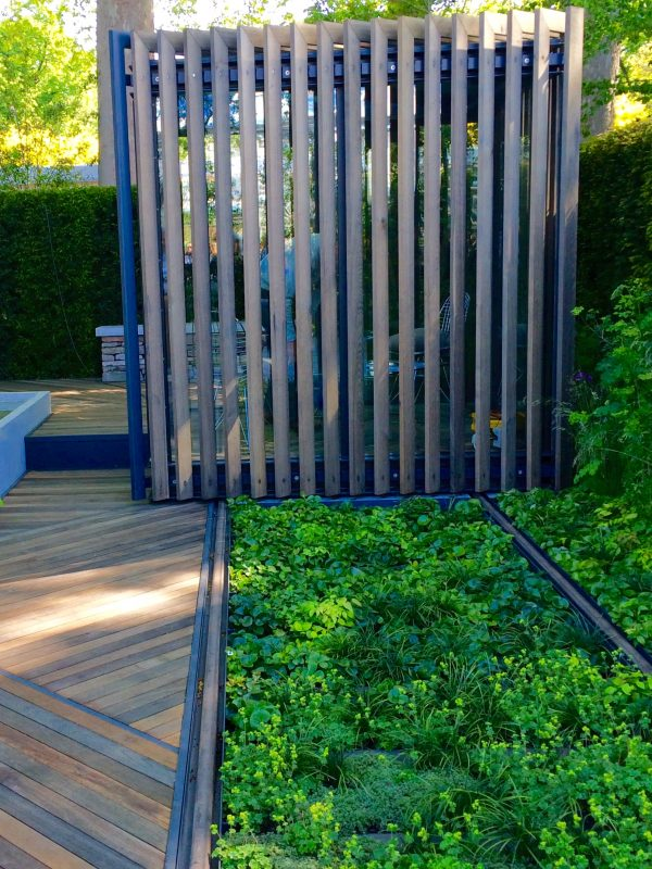 slatted screen for garden privacy