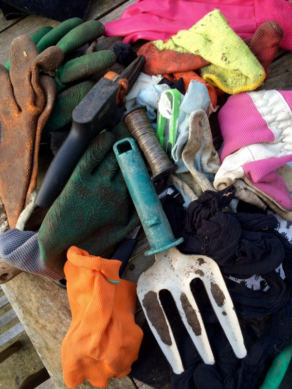 De-clutter your tool shed to make gardening easy