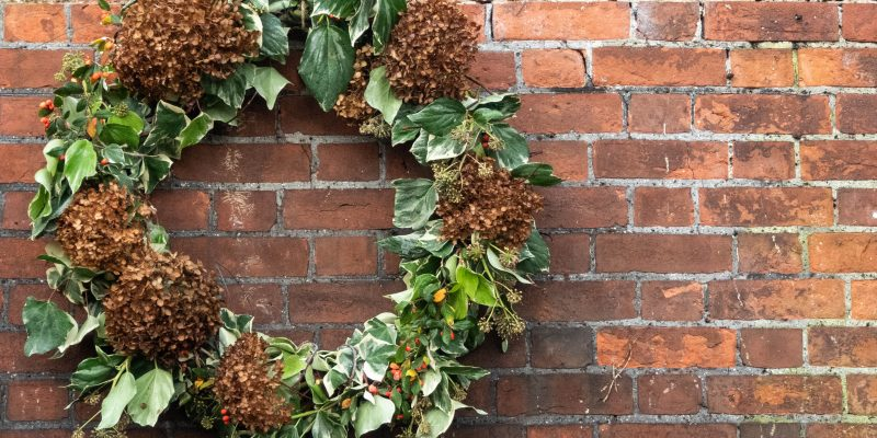 The rise and rise of the extra large wreath…